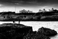 Un pescatore in compagnia a Roca