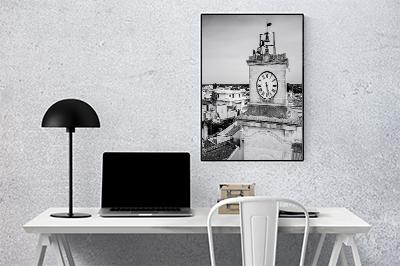 Scrivania d'ufficio con la stampa di una fotografia in bianco e nero