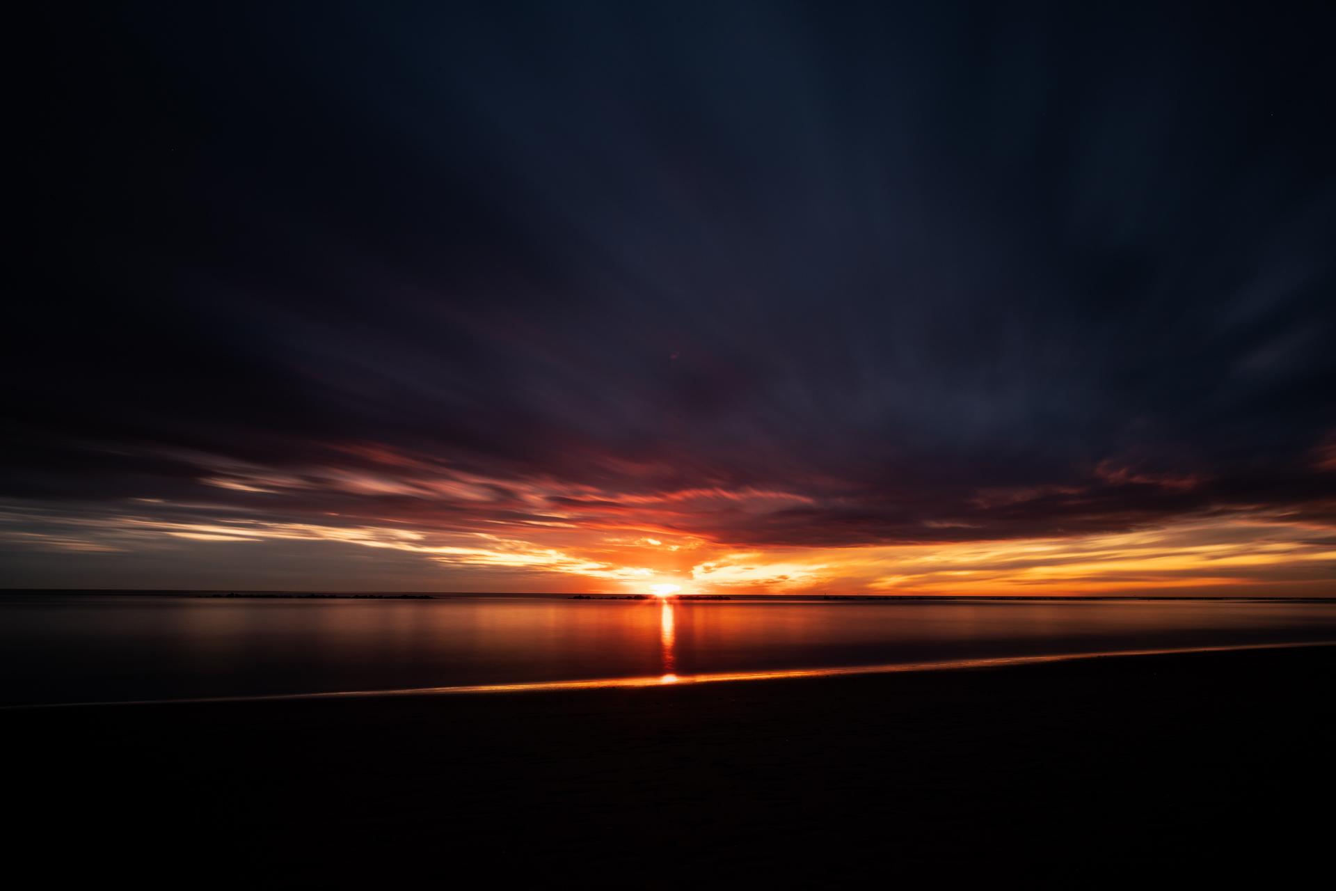 Alba sul mare Adriatico, seascape long exposure photography