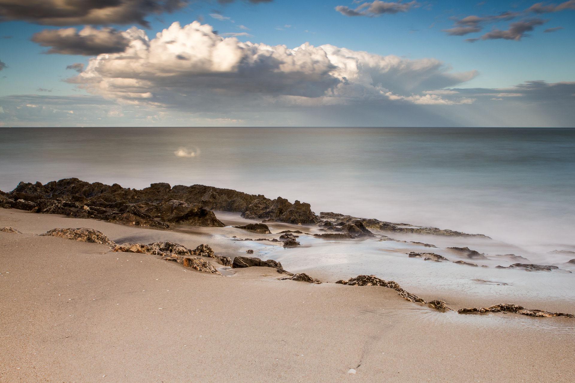 Spiaggia, vento e nuvole, seascape long exposure photography